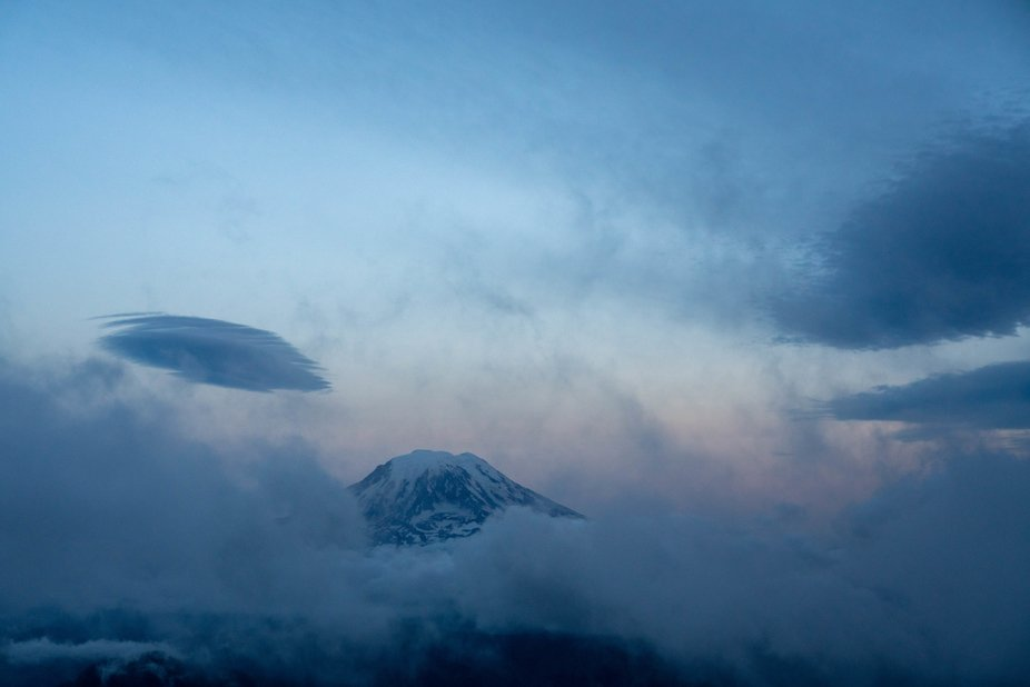 Mt Rainier from Old Snowy