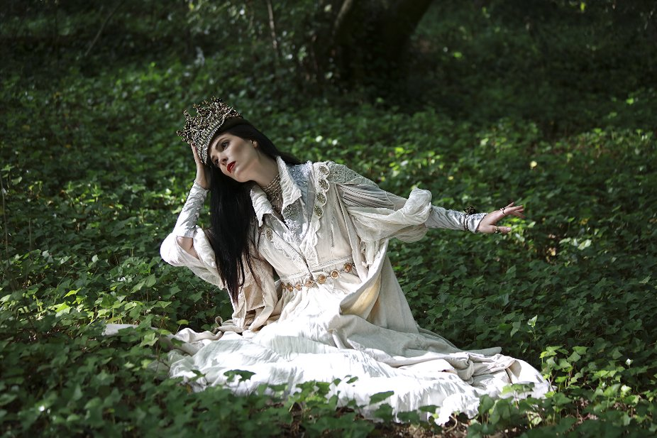 From my White Swan Photoshoot ~ my second photoshoot, for my Enchanted Forest on IG.  Model: Syan...