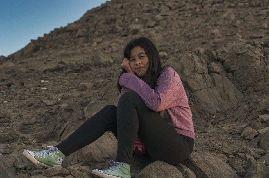 Mi sobrina, esperando el eclipse lunar en Copiapó.
