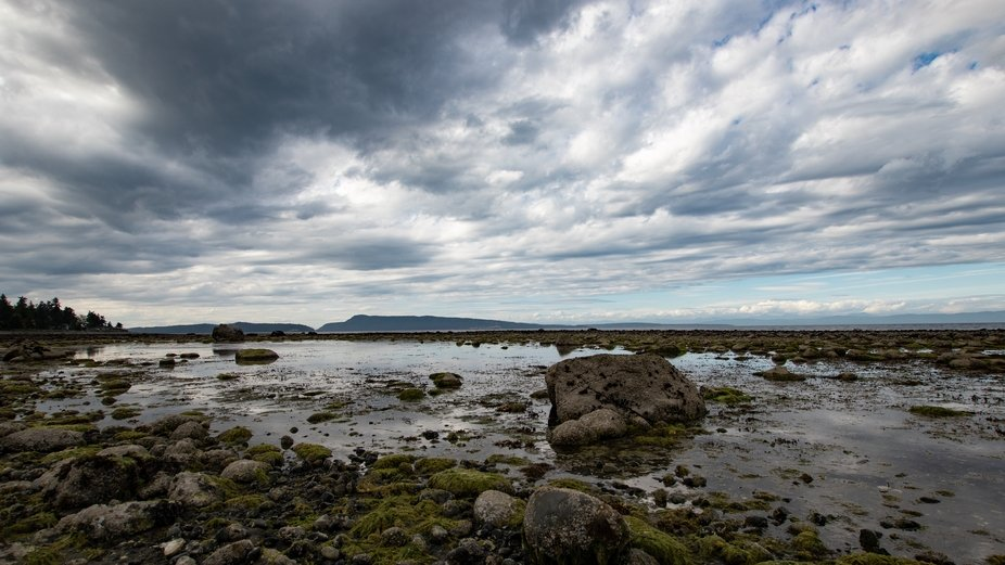 Low tide on a beautiful beach on Qualicum Bay on Vancouver Island in British Columbia, Canada