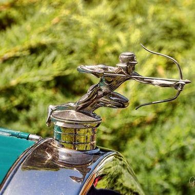 1925 Pierce Arrow Series 80 hood ornament.