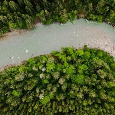 UK: The Kander is a river in the Berner Oberland. It is about 47 km long, with a mean water supply, it is the second largest left tributary of the Aare.  GER: Der Kander ist ein Fluss im Berner Oberland. Es ist etwa 47 km lang und bei mittlerer Wasserversorgung der zweitgrößte linke Nebenfluss der Aare.