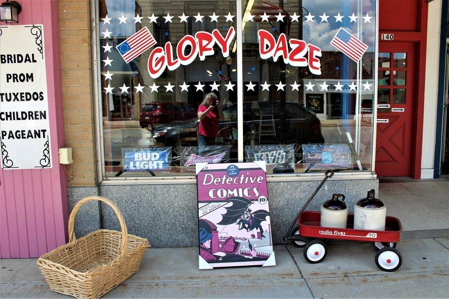 GLORY DAZE SHOP IN DANVILLE, ILLINOIS