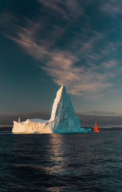 Sailing beside giant icebergs in Greenland!