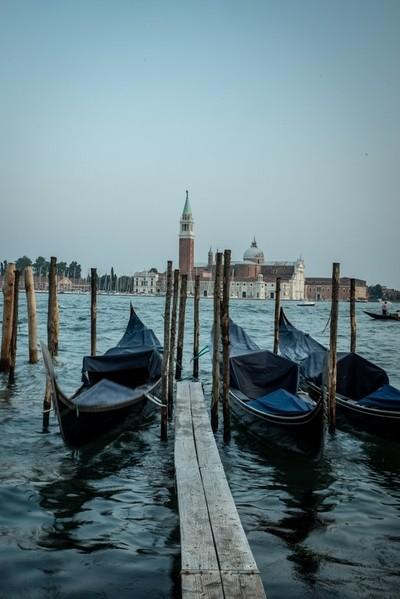 Voir Venise et ....
