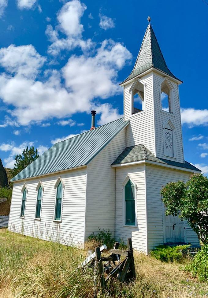 Old church in Lone Rock, population 24
