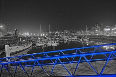 Blue bridge just stood our from thw sureoungings, i love it!