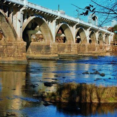 Gervais St Bridge in Dpeing