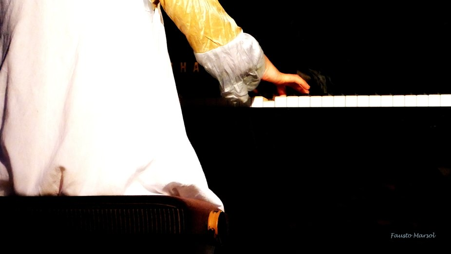 Jiana Peng's right hand, playing Beethoven in Belgais Arts Center (16.08.19)