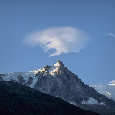 An interesting face in the cloud over the Aiguille du Midi
