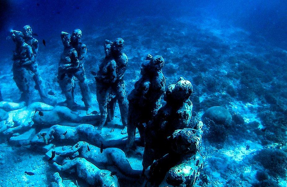 gili Mino statues1