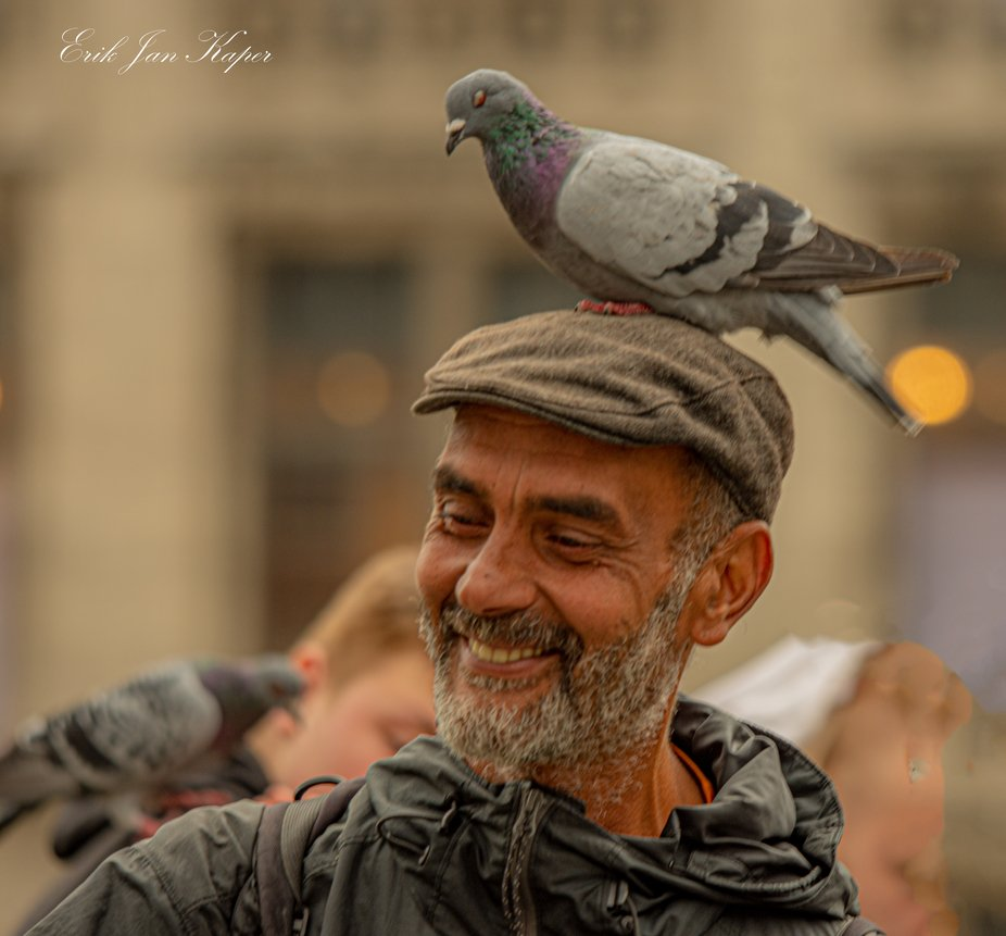 This guy was feeding the birds on the Dam from Amsterdam and entertain the people with the birds