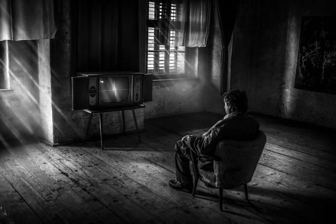 Insomniac II by tadejturk - Rule of Thirds Photo Contest vol9