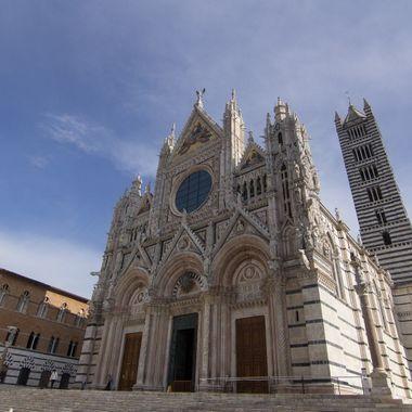 Fachada del Duomo o Catedral de Siena (Italia)
