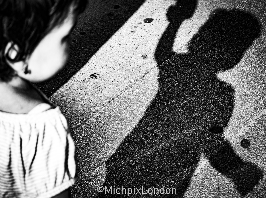 IMG_0449BridgexMonoBV I was lucky enough to spot this beautiful shadow silhouette in front of me ...