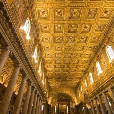 La mayor iglesia del mundo, dedicada a La Virgen Maria,Roma. Artesonado decorado con oro traido de America y donado por los españoles.