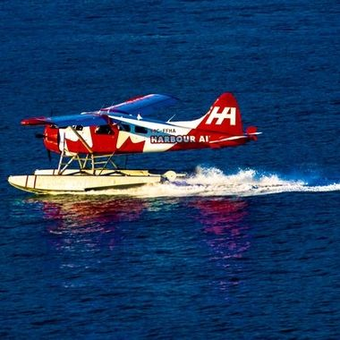 Harbour Air Float Plane landing in the ocean in Vancouver Canada