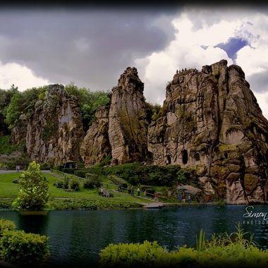 PIM_4453lr_pe Externsteine & Lake.