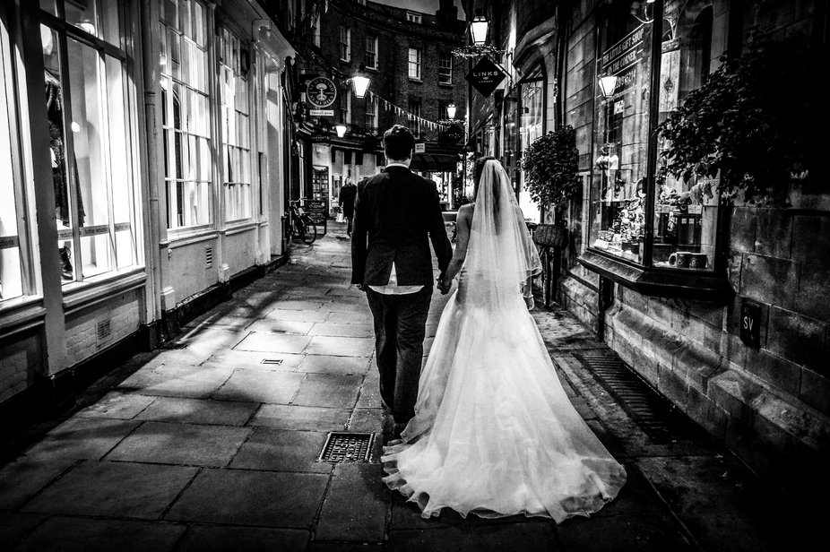 Cambridge city newly weds .. a quick stroll for a moment together