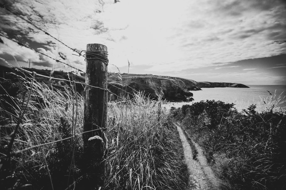 Heading back to the car, I'd taken shots of cliffs, cliffs and more cliffs. I was cliffe...