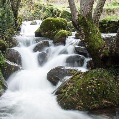 Los rios de montaña con fuertes pendientes son capaces de arrastrar piedras de gran tamaño. Sierra de Francia-Spain