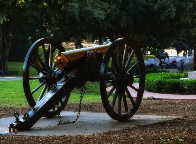 Austin State Capitol grounds, memorials