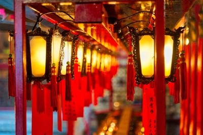 Lights at Man Mo Temple @ Hollywood Street