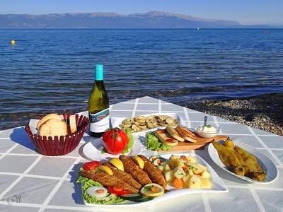 Lake Lunch