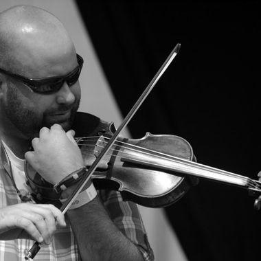 Fiddle man