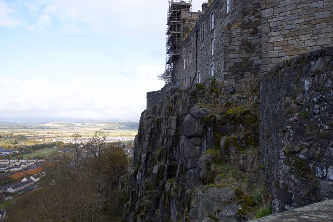 Castle on the high ground. Strategic positions are fought over, and this was an important one. Control Stirling and Scotland.