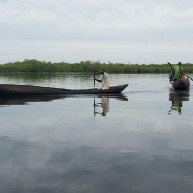 Senegal tiene grandes rios, que son utilizados para moverse y transportar especialmente el pescado.