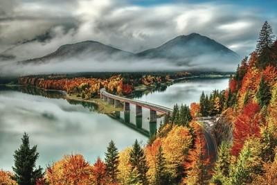 Peak autumn at Sylvenstein