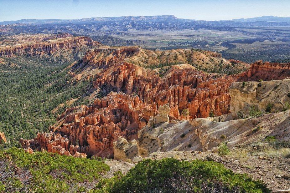 View from Peek-a-boo Loop - Stunning vistas in Bryce Canyon - Hoodoos