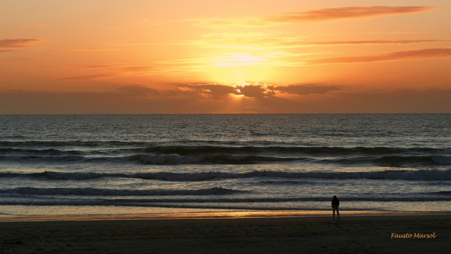 The woman who watched the sunset alone on the beach seduced by the light (Costa da Caparica, 16.1...