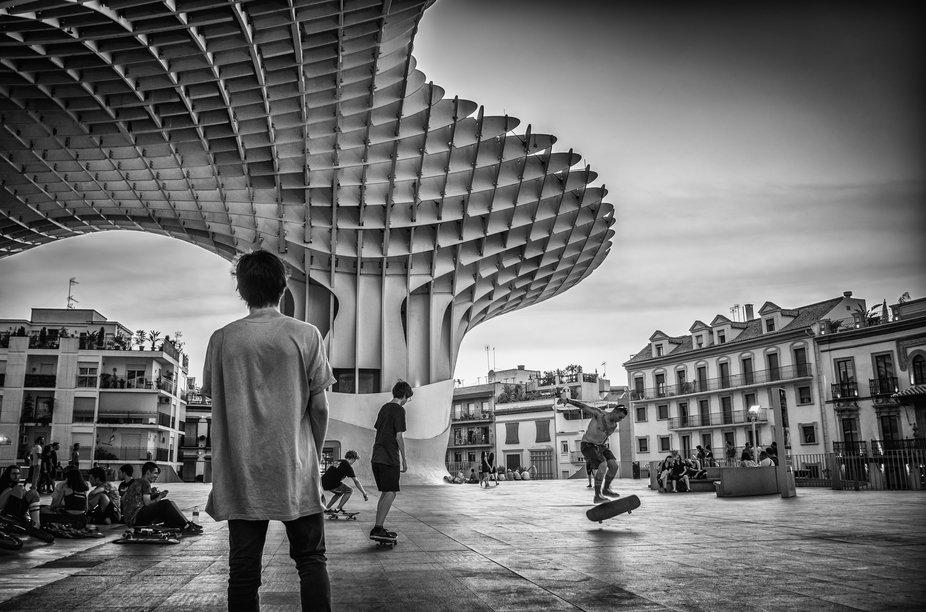 skating under parasol metropol seville