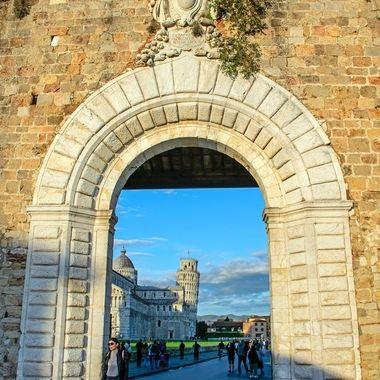 Porta Nuova Piazza del Miracoli