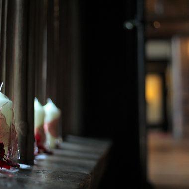 Xmas decorations in a Tudor hall.