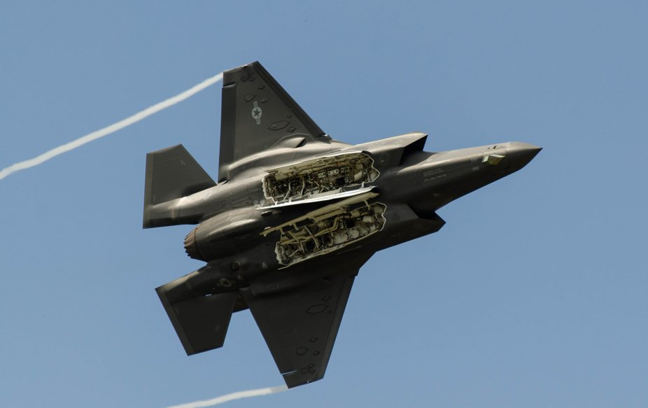A F-35 fighter shows its business end at the Melbourne Air Show