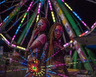 Maya and Bettina-Ferris Wheel 2