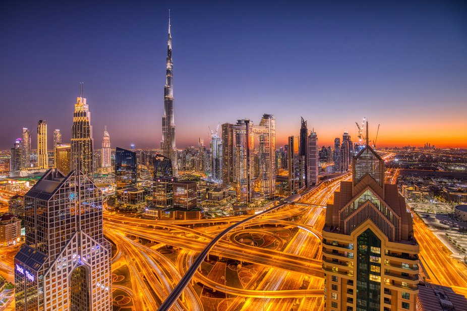 The Hotel Shangri-La in the center of Dubai has a small but fine roof terrace on the 42nd floor, ...