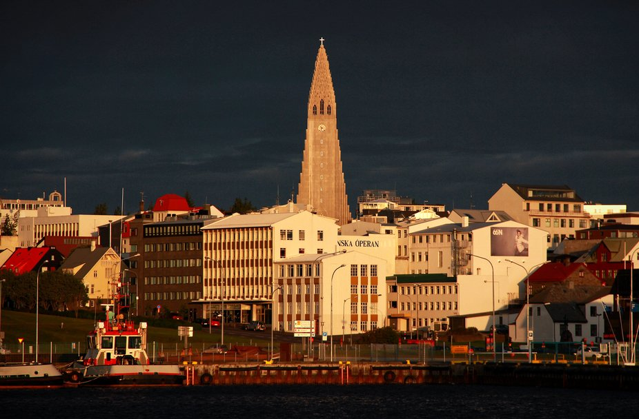 (Almost) midnight sun on the cathedral.