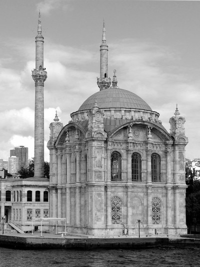 Mosque by the Bosphorus Strait 19.10.06 550 bw