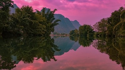 Reflections of the Li river in Yangshuo