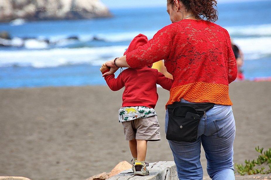 Learning to walk, facing the beach. Playa Matanzas, Chile 2020