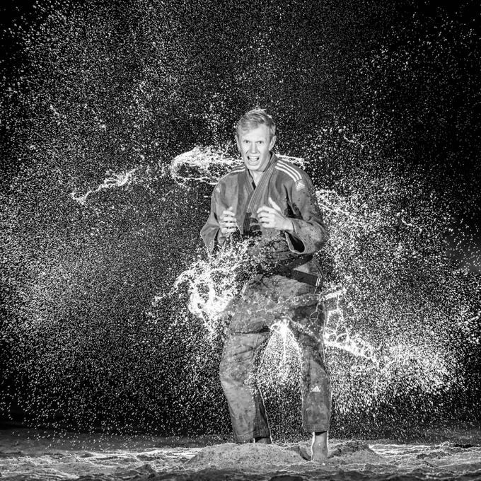 Judo shoot met veel water op het strand met judoka Tim Houwing.   20190915 234.JPG