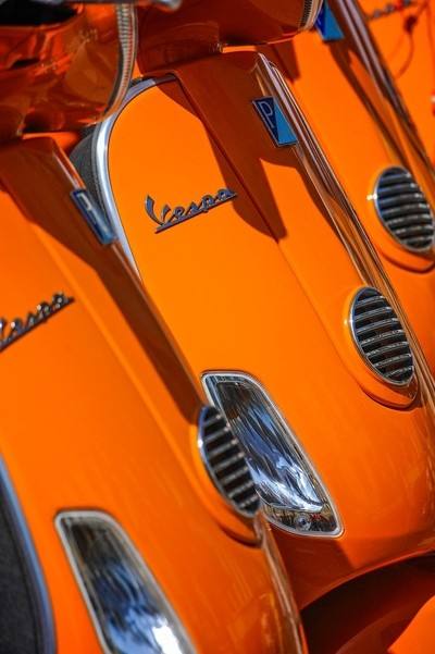 Orange Vespa's