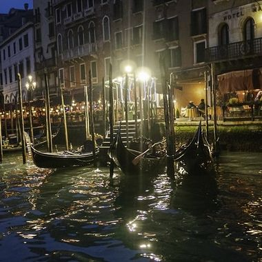 I love Venezia, she is my favorite city in the world. And after the sun sets her beauty excels.