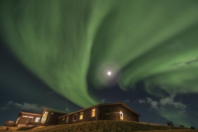 Full moon with the Aurora