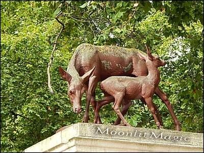 Kensington Gardens Red Deer Statue