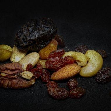 Prune, nuts and rasins